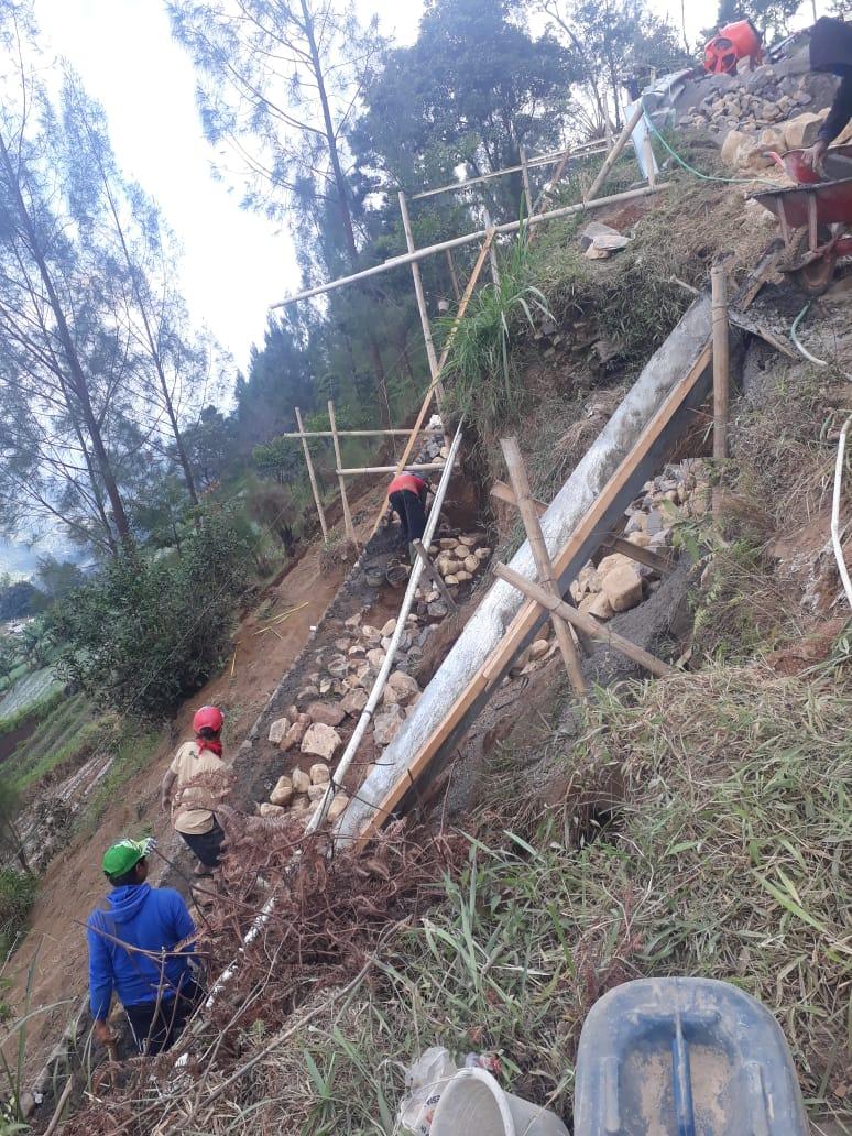 Pembangunan Talud Jl Kadipekso-Cetho